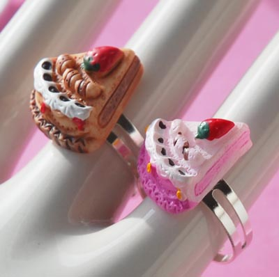 Strawberry and Chocolate Miniature Cake Ring